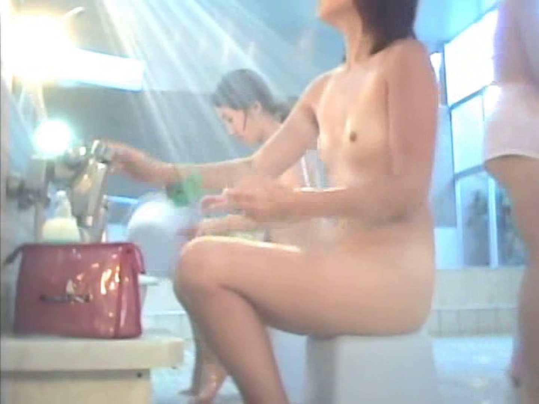 浴場潜入脱衣の瞬間!第一弾 vol.4